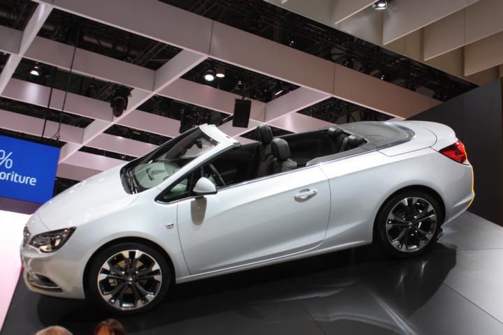 Opel Cascada weiß
